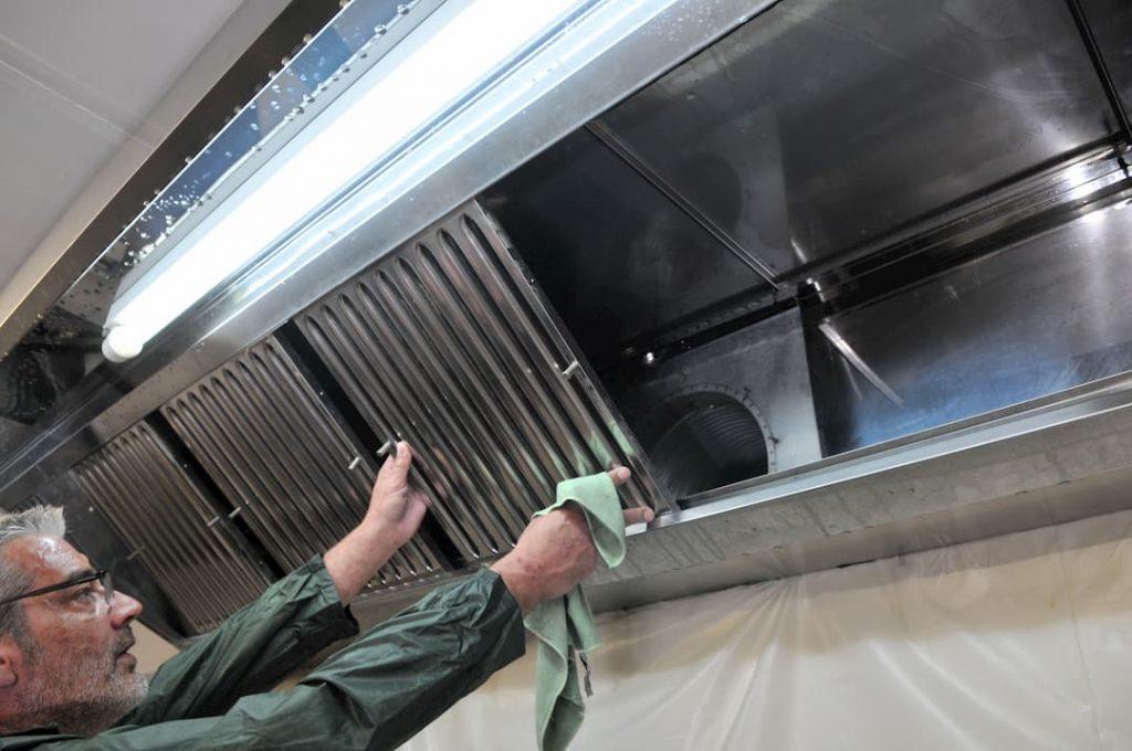 NEC + - hotte aspirante - restaurants - nettoyage conduits buées grasses - France
